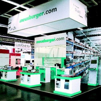 Bluepool stores modular stand elements at its customer warehouse in Reutlingen for Meusburger's trade fair participations in Europe. (Photo: Bluepool)