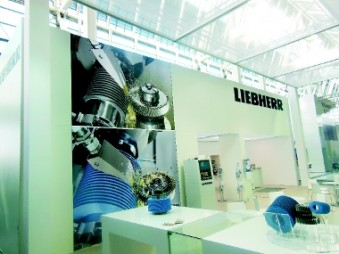 Mezzo Light profiles were used for the stand of Liebherr Verzahntechnik at EMO. (Photo: Mezzo)