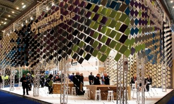 DLW Flooring at Bau 2015 in Munich: Like fresh leaves, the stand's mysterious shell shimmered in many different hues. (Photo: FAMAB Award)