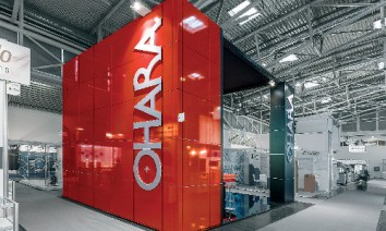 Ohara at Laser – World of Photonics 2017: The colourful walls and columns were particularly eye-catching. (Photo: Isinger + Merz)