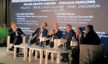 The minister of culture and deputy prime minister of Poland, Piotr Glinski (3rd from right), took part in a panel discussion about trade fair destination Poland together with Tomasz Szypula (3rd from left). (Photo: Ptak Warsaw Expo)