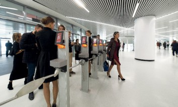 Access control is performed with stationary or mobile turnstiles. (Photo: Axess)