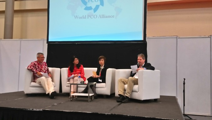 Diskussion mit Anthony Wong, Kitty Wong, Nancy Tan und TFI-Chefredakteur Peter Borstel als Moderator (v.l.).